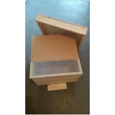 Stup vertical pe 12 rame 1/1 cu fund detasabil, podisor, capac tabla
